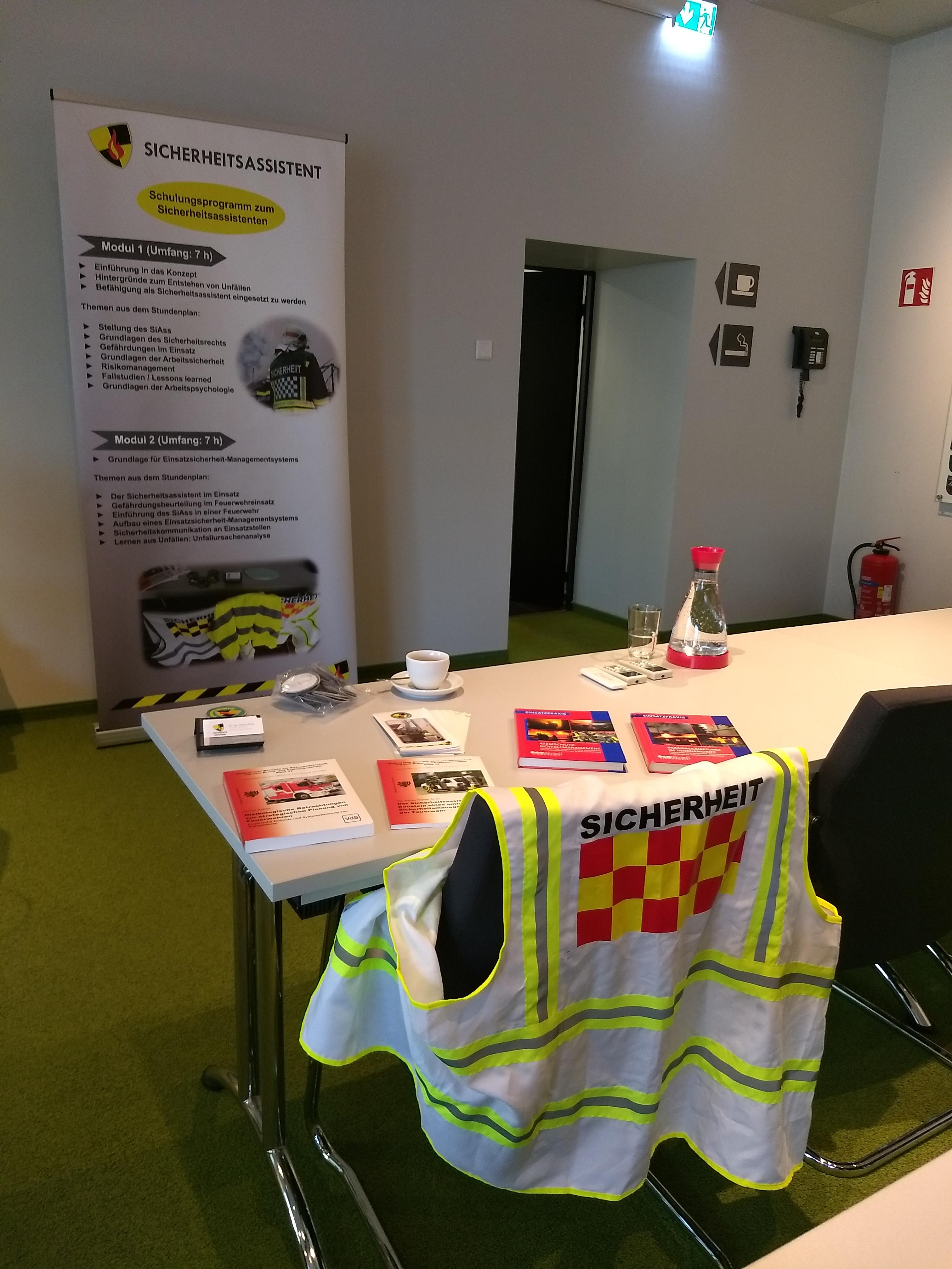 15 neue SiAss mit dem Verband der Feuerwehren NRW ausgebildet